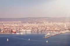 Vue générale de Varna, Bulgarie dans le beau jour ensoleillé photographie stock libre de droits