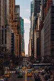 Vue générale de vieux et modernes gratte-ciel sur la quarante-deuxième rue de Tudor City dans Midtown Manhattan New York City photos libres de droits