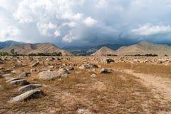 Vue générale des roches Sur certains vous pouvez trouver la pétroglyphe Photos libres de droits