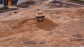 Vue g?n?rale du chantier de construction d'une zone r?sidentielle dans la ville - timelapse banque de vidéos