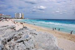 Vue gauche d'une plage mexicaine Photos stock