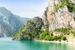 Vue gentille de mer et de montagnes bleues Photographie stock libre de droits