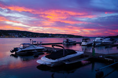 Vue gentille de petit port dans la mousse, Norvège. Photo stock