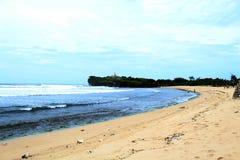Vue gentille de plage et d'océan bleu photos libres de droits
