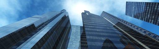 Vue gentille des gratte-ciel contre le ciel avec des nuages Image stock