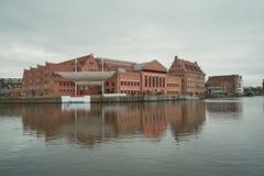 Vue gentille sur les constructions philharmoniques à Danzig. Photos stock