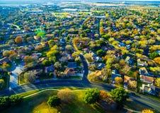 Vue grande-angulaire au-dessus de vastes banlieues de roche ronde le Texas Image libre de droits
