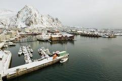 Vue grande-angulaire au port de Svolvaer, Norvège Images stock