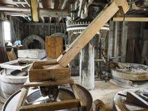 Vue grande-angulaire d'un chantier interne d'un moulin à vent de farine Images libres de droits