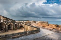 Vue grande-angulaire de deuxième niveau de Castillo San Felipe del Morro Images stock