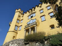 Vue grande du château de Hohenschwangau Photos stock