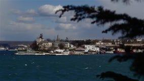 Vue hôpital de Pavlovsky de cap et de Mer Noire d'escadre sébastopol banque de vidéos