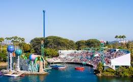 Vue horizontale de stationnement de Seaworld sur l'aquarium ouvert Images libres de droits