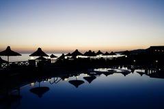vue idyllique de coucher du soleil de regroupement photos libres de droits