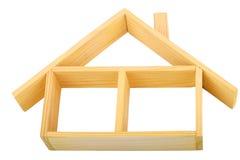 Maison en bois d'isolement avec un plancher et un toit Photos stock