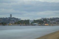 vue incroyable, plage de nuit à Acapulco, vue panoramique images libres de droits