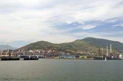 Vue industrielle dans le port de Bilbao, Espagne Images libres de droits