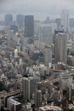 Vue industrielle de Tokyo avec les routes, les gratte-ciel et Tokyo occupés Image libre de droits