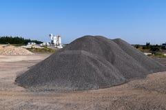 Vue industrielle du Belarus d'une cour de centrale de blocaille Image stock