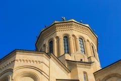 Vue inférieure de cathédrale géorgienne principale Images libres de droits