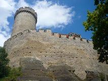 Vue inférieure de château de Kokorin, située dans la République Tchèque images stock