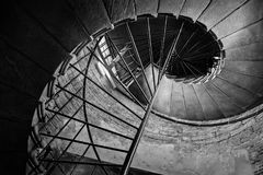 Vue inférieure de l'escalier de vis Images stock