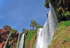 """Vue inférieure de la cascade d """"Ouzoud, l'UNESCO protégé de cascade morocco images stock"""