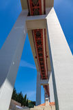 Vue inférieure de la construction du pont le 25 avril dans L Photographie stock libre de droits