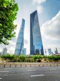 Vue inférieure des gratte-ciel, le centre ville de Changhaï, Chine Photos stock