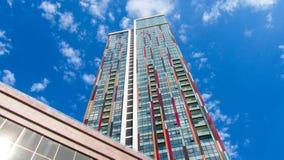 Vue inférieure des gratte-ciel modernes au district des affaires images libres de droits