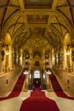Vue intérieure d'escalier principal du bâtiment hongrois du Parlement à Budapest Hongrie image libre de droits