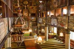 Vue intérieure dans une église en bois photo stock