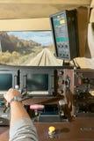 Vue intérieure de la carlingue de conducteurs dans un train photographie stock
