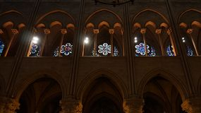 Vue intérieure de Notre Dame de Paris Photo libre de droits