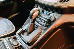 Vue intérieure de tableau de bord de voiture moderne Photos stock