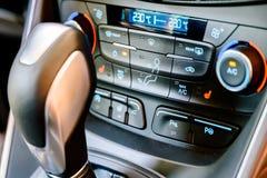 Vue intérieure de tableau de bord de voiture moderne Photo libre de droits
