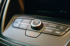 Vue intérieure de tableau de bord de voiture moderne Image libre de droits
