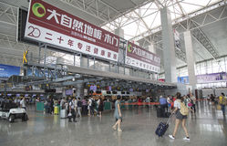 Vue intérieure de terminal de départ à l'aéroport international de Guangzhou Baiyun Photos stock