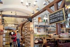 Magasin pour les produits organiques à Prague Photos stock