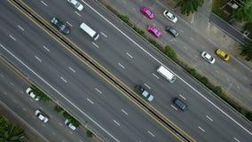 vue 4K aérienne d'une route banque de vidéos