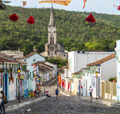 Vue à la vieille ville avec l'église Photos stock