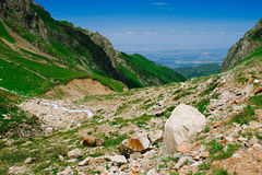 Vue à la ville d'Almaty des montagnes Photos libres de droits