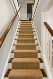 Vue large d'escalier en bois photos libres de droits