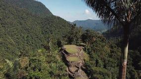 Vue large de bourdon du site antique de ville perdue en Colombie, et les montagnes banque de vidéos