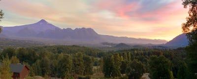 Vue large de la soirée de volcan de Villarrica photos libres de droits