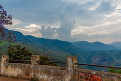 Vue large de vue de point de suicide chez Ooty, Inde, le 19 août 2014 Images libres de droits