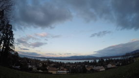Vue latérale de lune de lac au-dessus de laque Leman Geneva banque de vidéos