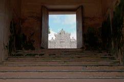 Vue le dessus de l'agung de gapura - la voie de base au château de l'eau de sari de taman - le jardin royal du sultanat du jogjak Image stock