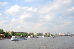 Vue le du remblai de rivière de Moscou. Photographie stock