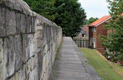 Vue le long de mur de York Image libre de droits